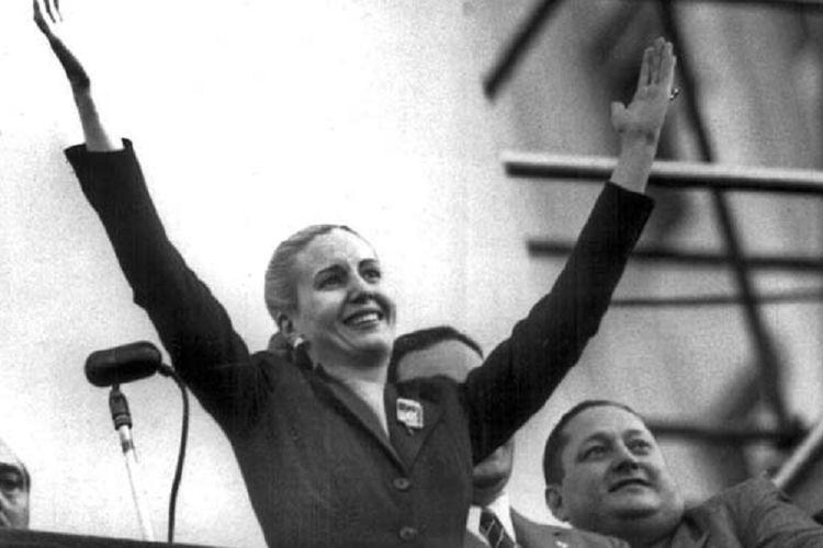 Eva Peron, perempuan yang menjadi salah satu figur berpengaruh di politik Argentina ketika menyapa para pendukungnya.