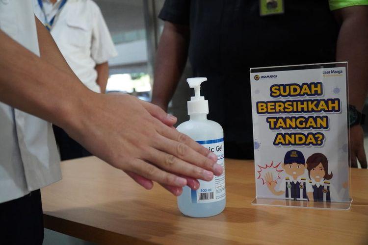 Hand sanitizer yang disediakan PT Jasa Marga (Persero) di sejumlah titik rest area tol, Jakarta, Selasa (10/3/2020).