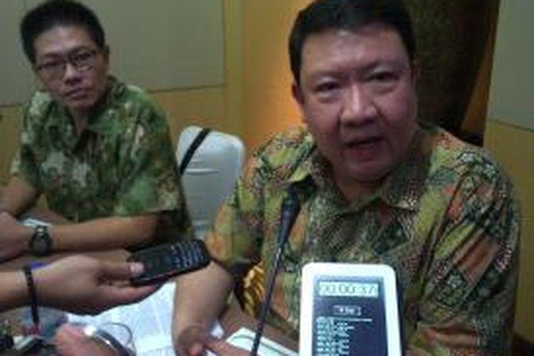 Pemilik Perusahaan PT Indonesian Tobacco, Djonny Saksono saat jumpa pers, di Hotel Santika, Kota Malang, Jumat (2/5/2014).