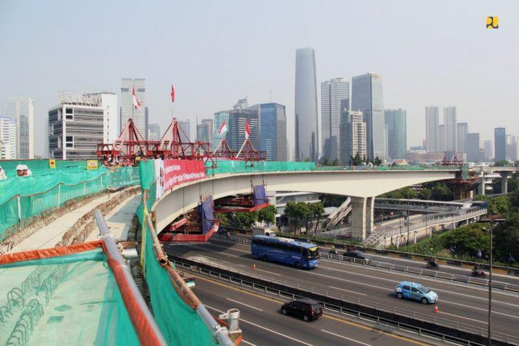 Konstruksi Jembatan Lengkung Bentang Panjang ruas Kuningan pada proyek LRT