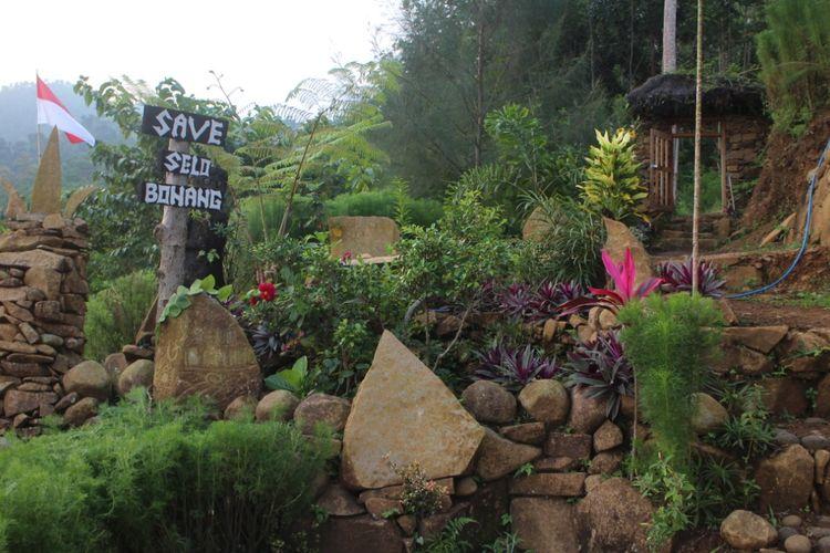 Wisata selobonang menyajikan keheningan alam dan batu piring yang mengeluarkan bunyi musik