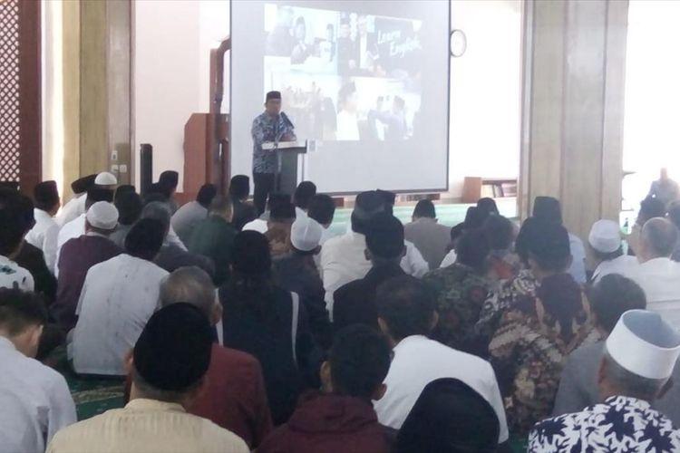 Gubernur Jawa Barat Ridwan Kamil, memberikan sambutan saat peresmian masjid besar kampus Universitas Siliwangi Tasikmalaya, Jumat (12/7/2019).