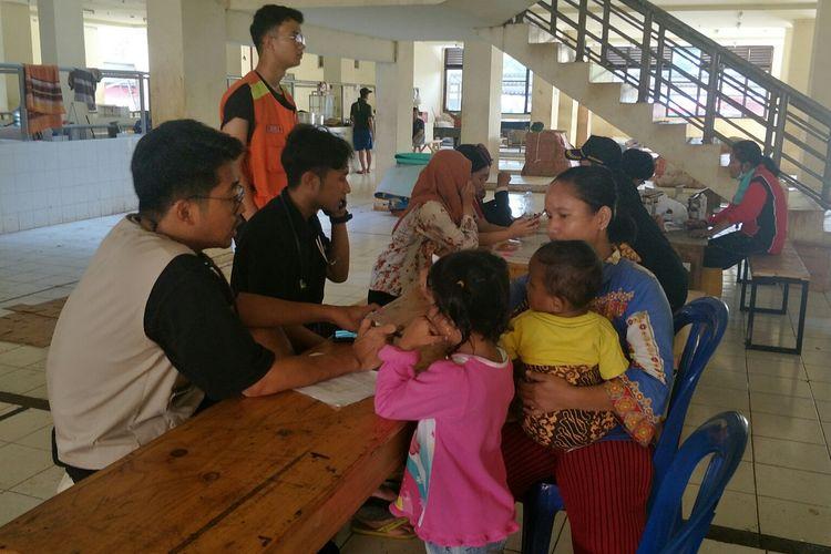 Korban banjir yang mengungsi di Rusun Rawa Buaya, Cengkareng, Jakarta Barat, Rabu (4/1/2020).