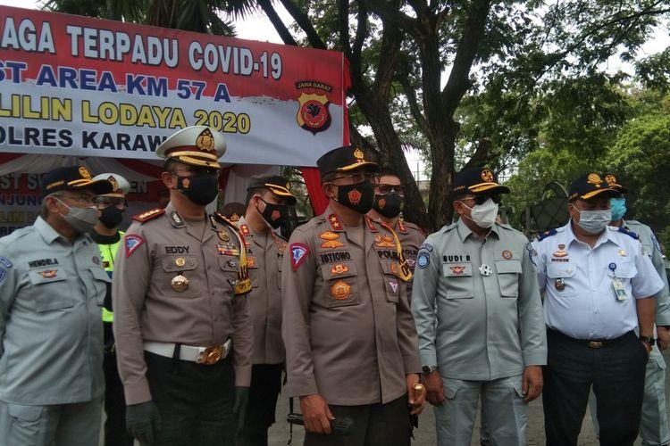 Dirjen Pehubungan Darat Kementerian Perhubungan RI Ahmad Yani (paling kanan)