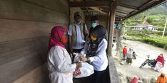 Bupati Luwu Utara Salurkan Bantuan PKH dan Sembako Senilai Rp 427 Juta