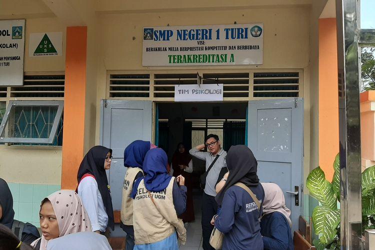 Suasana Posko Psikologi di SMP Negeri 1 Turi