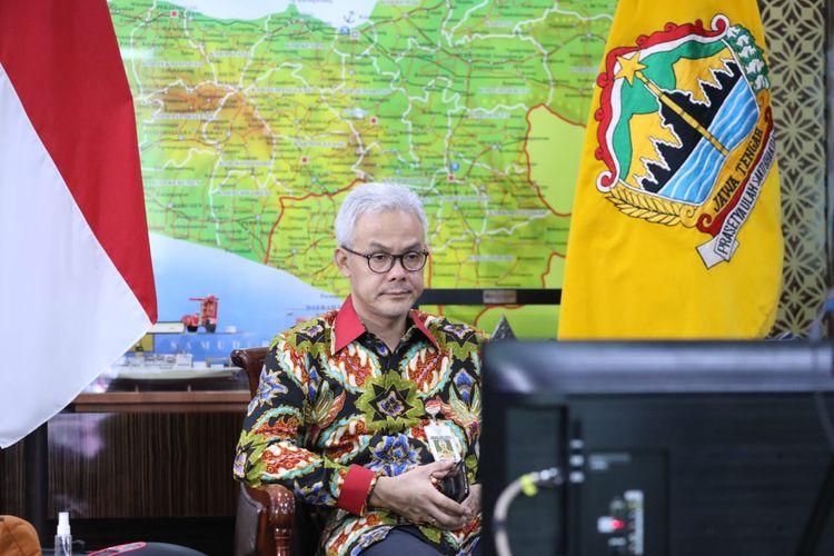 Gubernur Jawa Tengah (Jateng) Ganjar Pranowo menghadiri acara penghargaan dari Komisi Pemberantasan Korupsi (KPK) dalam peringatan Hari Antikorupsi Sedunia (Hakordia) 2020 secara daring, Rabu (16/12/2020)