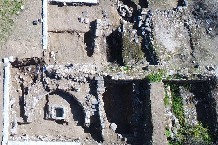 Situs arkeologi aalah aatu masjid tertua ditemukan di Tiberias, Israel, diduga dibangun oleh Shurahbil ibn Hasana