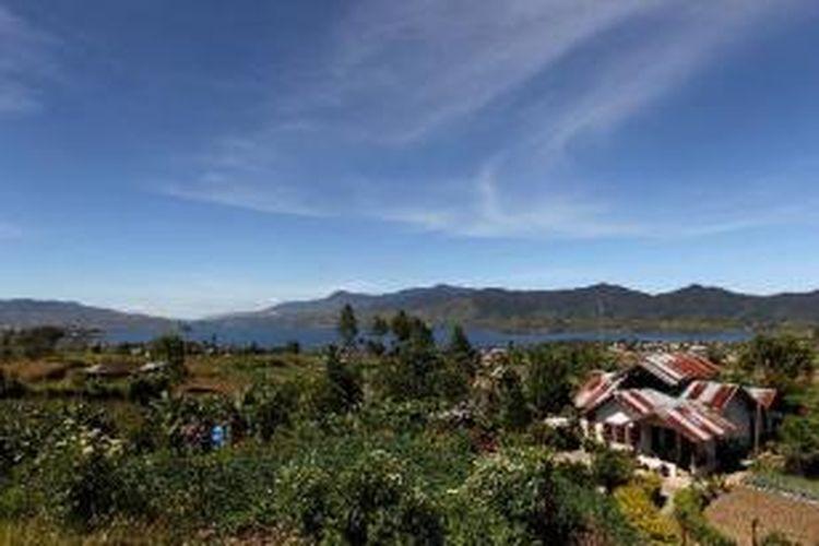 Panorama Danau Di Atas, Kabupaten Solok, Sumatera Barat, Kamis (6/6/2013). Danau di Atas adalah danau kembar dan salah satu dari lima danau yang ada di Sumatera Barat yaitu Danau Singkarak, Danau Maninjau, Danau Di Bawah, Danau Di Atas dan Danau Talang.