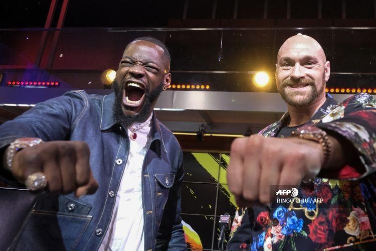 Deontay Wilder dan Tyson Fury berpose pada sesi konferensi pers di Los Angeles, California, pada 25 Januari 2020 jelang pertemuan keduanya di Las Vegas pada 22 Februari 2020.