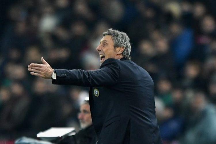 Pelatih Udinese, Luca Gotti, memberi arahan anak asuhnya dalam laga Udinese vs Napoli, Sabtu (7/12/2019) atau Minggu dini hari WIB.