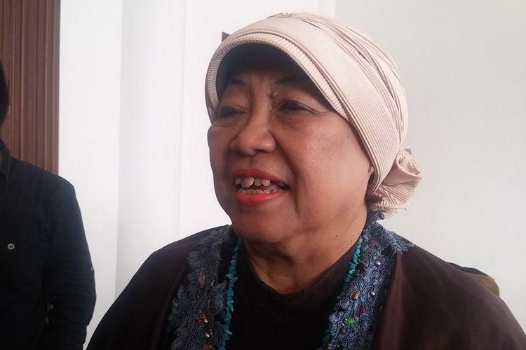 Anggota tim 9 kyai, Lily Wahid