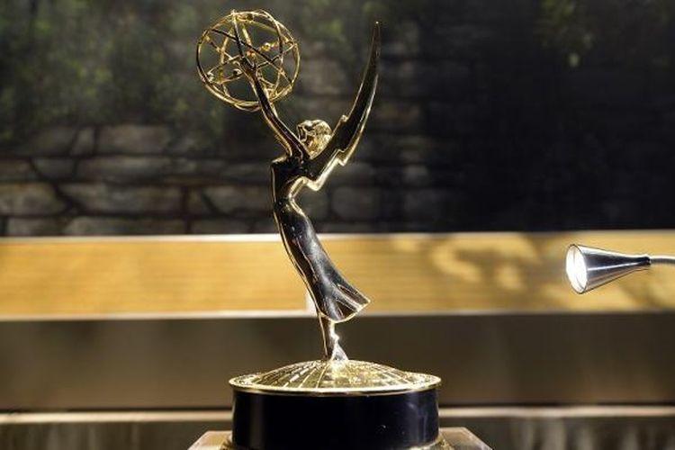 Trofi Emmy Awards dipajang pada acara pembukaan karpet merah di Microsoft Theater, Los Angeles, California, Rabu (14/9/2016). Acara ini merupakan persiapan malam penganugerahan Emmy Awards ke-68 yang digelar pada Minggu (18/9/2016) malam.