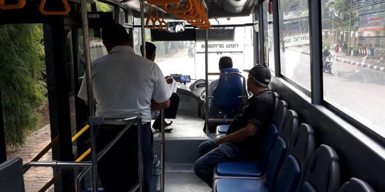 Tampak bagian dalam bus Transpatriot Bekasi, Senin (26/11/2018).