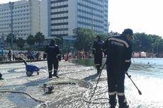 Kolam Bundaran Hotel Indonesia Dibersihkan