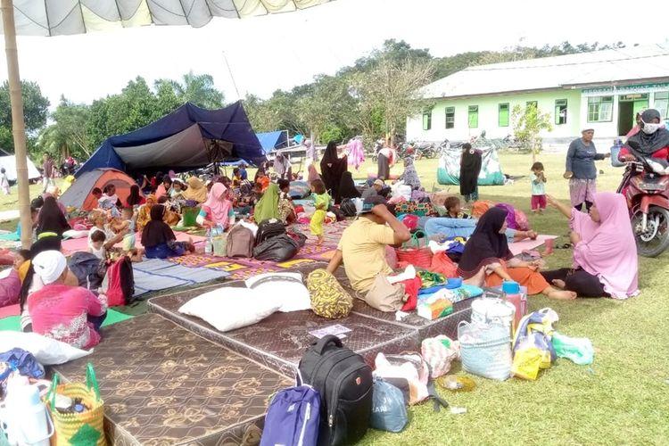 Ribuan warga Desa Gemba, Kecamatan Kairatu, Seram Bagian Barat, Maluku masih mengungsi di wilayah ketinggian di desa tersebut, Jumat (27/9/2019)