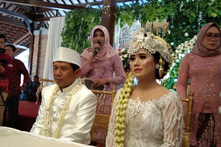 Pelawak Ginanjar menjalani prosesi akad nikah bersama istrinya Tiara Amalia di Griya Agung Salasar, Jalan Kalimulya, Depok, Jawa Barat, Minggu (29/12/2019).