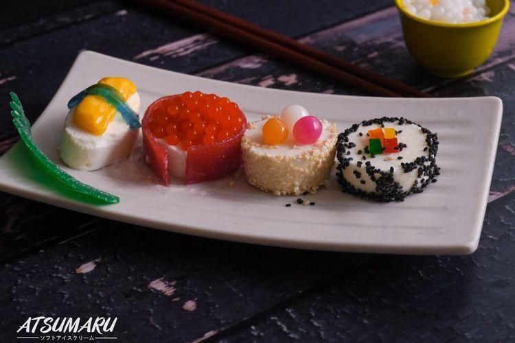 Bentuk sushi merupakan bentuk baru dari es krim Jepang yang ada di Atsumaru, Bandung