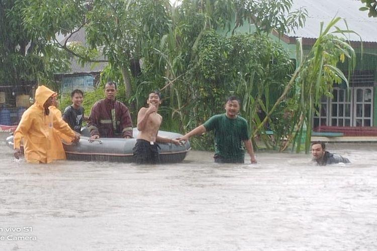 Tim Penanggulangan Bencana (PB) Belitung di lokasi banjir, Jumat (6/12/2019).