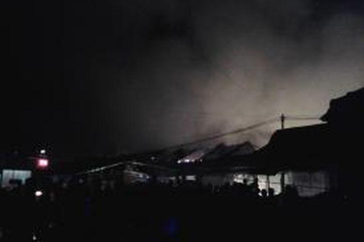 Pasar Babadan, di Ungaran, Jawa Tengah, terbakar pada Rabu (17/7/2013) malam.