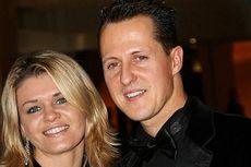 Wajah Ditutupi Kain, Michael Schumacher Jalani Perawatan di Paris