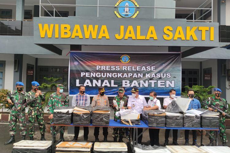 Pangkalan TNI Angkatan Laut (Lanal) Banten menggagalkan penyelundupan 77.971 benih lobster (benur) yang akan dikirim ke Vietnam melalui Sumatera.
