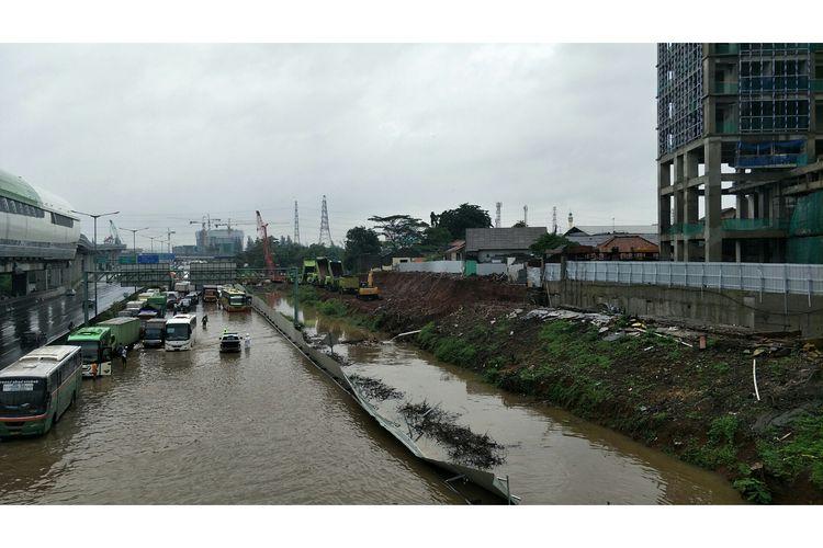 Banjir di Tol Cikampek, tepatnya di Pondok Gede Timur, Selasa (25/2/2020.