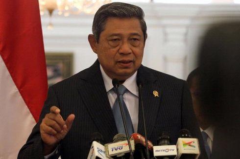 Presiden Naik KRI Makassar-590