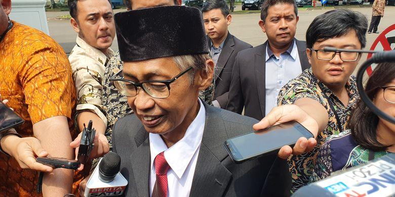 Mantan Hakim MA Artidjo Alkostar tiba di Istana, Jumat (20/12/2019).