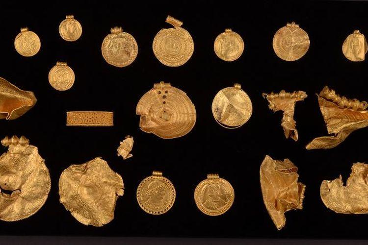Sejumlah harta karun yang ditemukan oleh seorang pria Denmark yang diyakini berasal dari era pra-Viking.