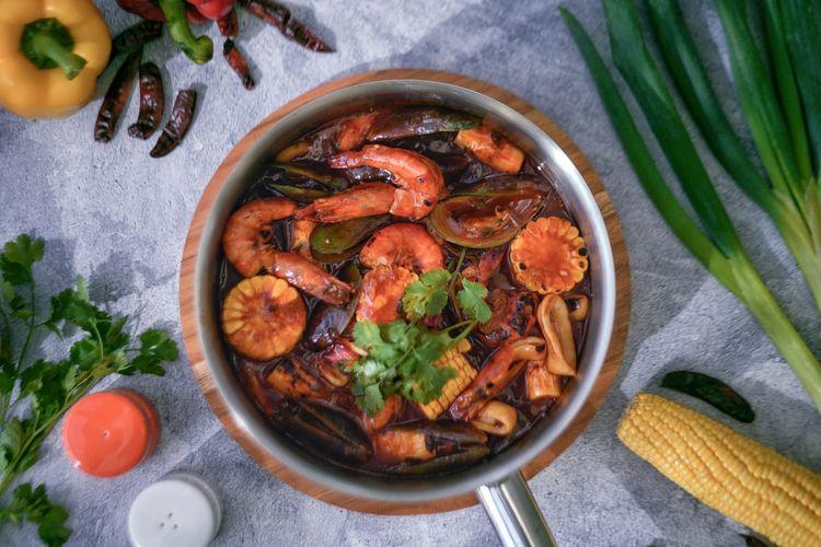 Seafood tumpah, hasil kreasi Chef Banyamin dari Harris Puri Mansion