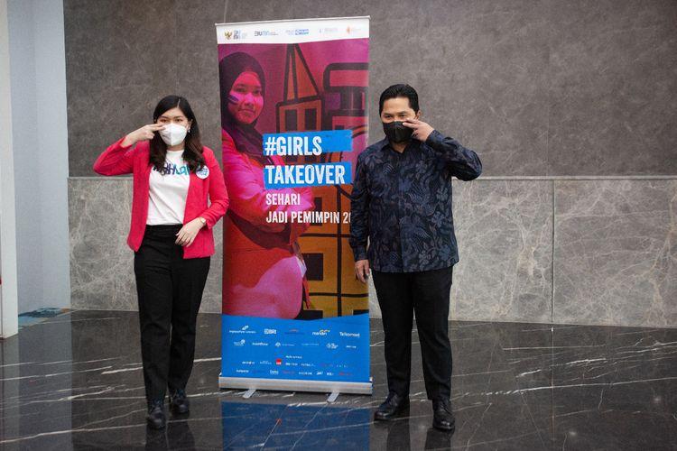 Menteri BUMN Erick Thohir bersama Sharon Florencia, peserta program Girls Take Over 2021 Kementerian BUMN yang akan menjalankan peran sebagai Menteri BUMN sehari pada (30/9/2021)..