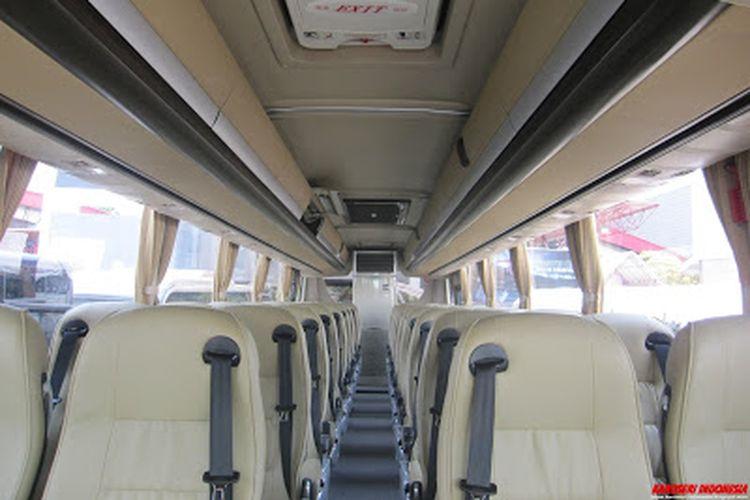 Sabuk pengaman tiga titik di bus Legacy SR1