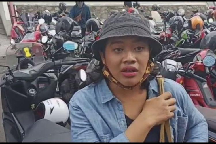 Siti Fauziah saat menjadi bintang tamu dalam acara Brownies setelah namanya viral karena peran Bu Tedjo dalam film pendek berjudul Tilik.