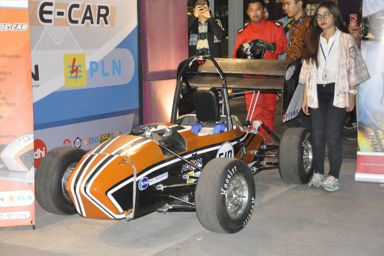 Mobil Carstensz dari Tim ITS Formula Electric yang berlaga di Student Formula Japan 2018
