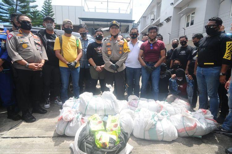 Kapolda Kalsel, Irjen Nico Afinta (Tengah) bersama jajaran Ditresnarkoba Polda Kalsel berhasil mengungkap penyelundupan 200 kilogram sabu asal Malaysia, Kamis (6/8/2020).