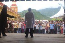Terbukti Berjudi, 8 Warga Aceh Dihukum Cambuk