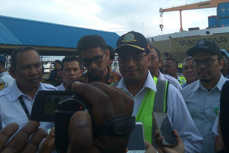 Menteri Perhubungan Budi Karya Sumadi saat meninjau Pelabuhan Sorong Papua Barat, Kamis (21/12/2017)