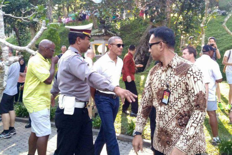 Mantan Presiden AS Barack Obama mengunjungi Pura Tirta Empul