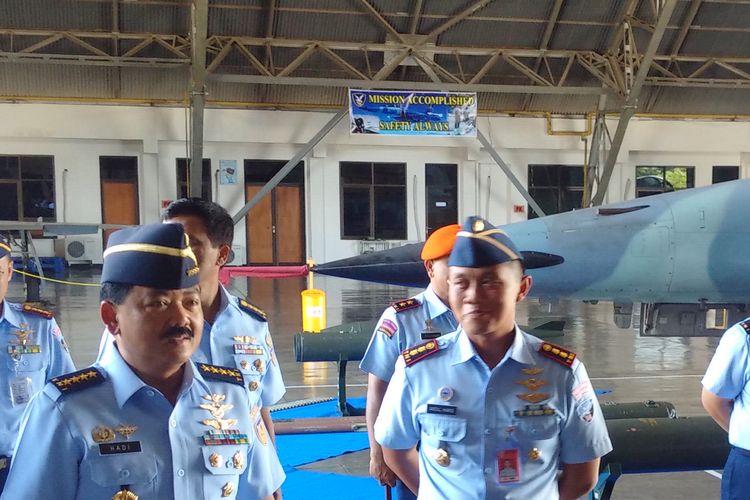 KUNJUNGI SKADRON 14--Kepala Staf TNI Angkatan Udara ( KASAU), Marsekal Madya Hadi Tjahjanto mengunjungi markas Skadron 14 Lanud Iswahjudi Magetan, Jumat ( 3 / 3/2017) siang.