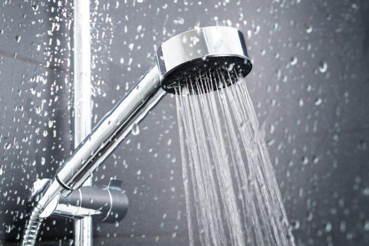 Ilustrasi shower, kepala shower.