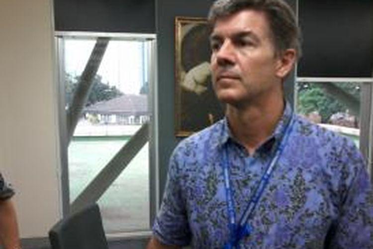 Kepala Sekolah Jakarta International School, Tim Carr.