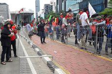 Demo Hari Buruh di Bundaran HI Ricuh, Pagar Pelican Crossing Rusak