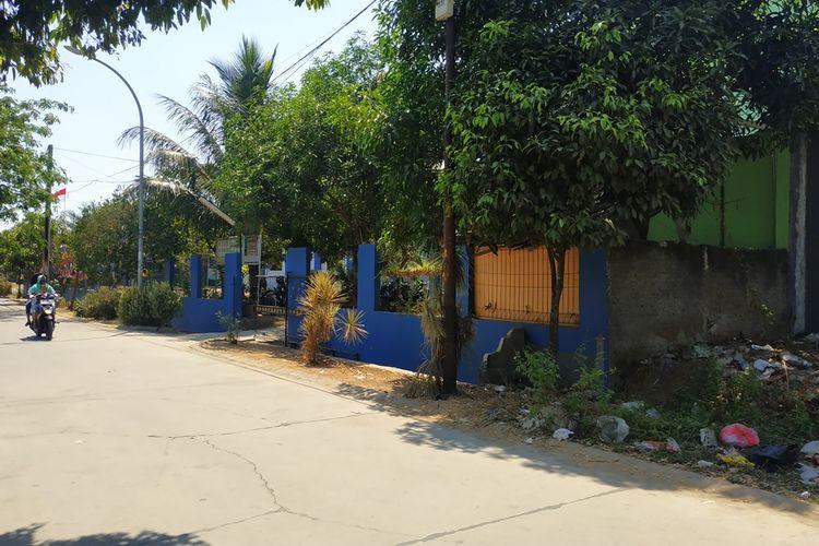 Lokasi kejadian terbakarnya seorang pria sendirian di dalam mobil di Rawalumbu, Bekasi, Kamis (29/8/2019) berdekatan dengan kompleks sekolah swasta.