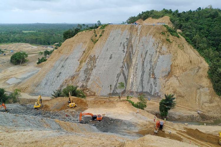 Konstruksi fisik Bendungan Rukoh, Kabupaten Pidie, Provinsi Aceh, terus dipercepat pekerjaannya oleh Balai Wilayah Sungai Sumatera I, Ditjen Sumber Daya Air, Kementerian Pekerjaan Umum dan Perumahan Rakyat (PUPR). Tampak dalam gambar progres per Sabtu (22/2/2020).