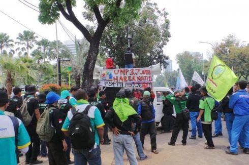 Buruh Kepung Balaikota, Jalan Medan Merdeka Selatan Dibuka Satu Lajur