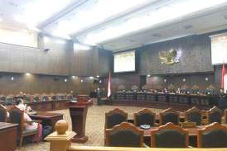 Mantan Komisioner Komnas HAM Saharuddin Daming menjelaskan uji materi yang diajukan pihaknya kepada majelis hakim MK, Rabu (7/12/2016).