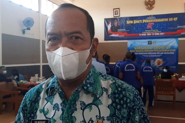 Pelaksana tugas (Plt) Kepala Dinas Kesehatan Kabupaten Blora, Edi Widayat saat meninjau vaksinasi di Rutan Kelas IIB Blora, Kamis (29/7/2021)
