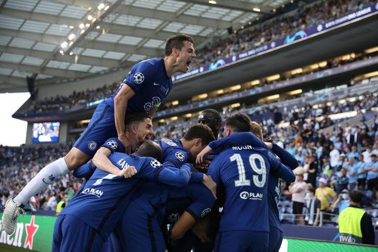Para pemain Chelsea merayakan gol Kai Havertz di final Liga Champions yang bergulir di Stadion Dragao, Porto, pada Minggu (30/5/2/2021) dini hari WIB.