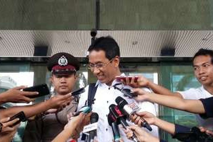 Kepala Badan Pengelola Keuangan dan Aset Daerah (BPKAD) Provinsi DKI Jakarta Heru Budi Hartono seusai diperiksa KPK di Gedung KPK, Jakarta, Kamis (7/4/2016).